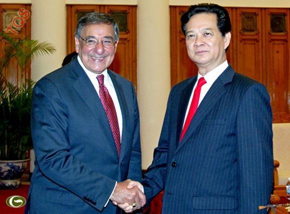 Thủ tướng Nguyễn Tấn Dũng và Bộ trưởng Quốc phòng Hoa Kỳ Leon E. Panetta.
