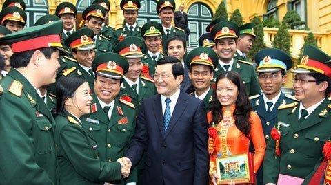 Chủ tịch nước Trương Tấn Sang tiếp đoàn thanh niên tiên tiến quân đội làm theo lời Bác