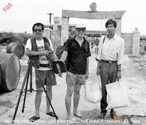 Cùng các đồng nghiệp Tuổi Trẻ ra công tác tại Trường Sa giữa mùa giông bão tháng 7.1994