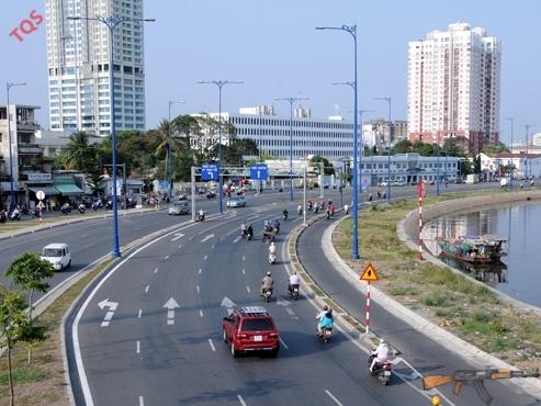 Nhật Bản là nước cung cấp nhiều viện trợ phát triển (ODA) cho Việt Nam. Năm 2012, số tiền cam kết là 1,9 tỉ USD chủ yếu để xây dựng cơ sở hạ tầng. Trong ảnh: công trình đại lộ Võ Văn Kiệt, TP.HCM được xây dựng từ nguồn vốn ODA của Nhật...