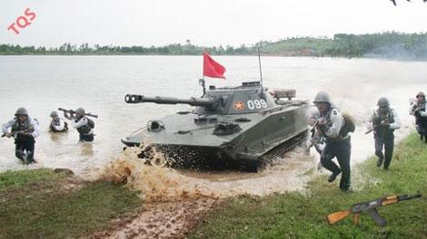 Bộ đội Hải quân Đánh bộ luyện tập đổ bộ.