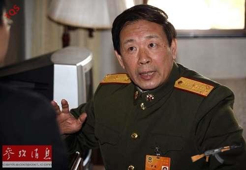 """La Viện, học giả Trung Quốc đeo lon Thiếu tướng tự nhận là """"diều hâu tỉnh táo"""""""