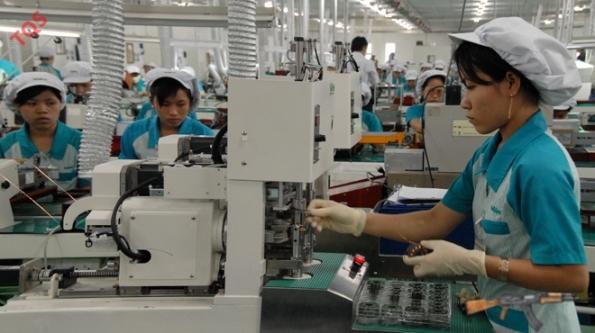 Nidec là một trong những tập đoàn của Nhật đầu tư nhiều nhà máy tại VN. Trong ảnh: công nhân kỹ thuật cao của Nhà máy Nidec Sankyo Vietnam tại Khu công nghệ cao Q.9, TP.HCM - Ảnh: T.Đạm