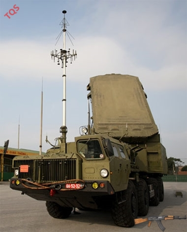 Xe đài điều khiển bắn và chỉ thị mục tiêu đa kênh 30N6EV ở chế độ sẵn sàng chiến đấu. Ảnh: QĐND.