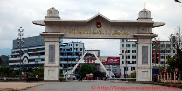 Huyện Hà Khẩu thuộc tỉnh Vân Nam, TQ. Nhìn từ phía Việt Nam.