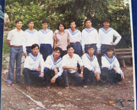 Vợ chồng anh Phụng (ở giữa, hàng sau) trong ngày gặp lại ở Quảng Ninh năm 1991