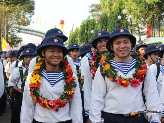 Thanh niên TPHCM lên đường nhập ngũ