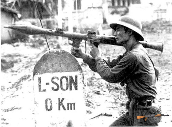 Bộ đội Việt Nam đánh trả quân xâm lược Trung Quốc tại Lạng Sơn năm 1979 (Ảnh tư liệu)