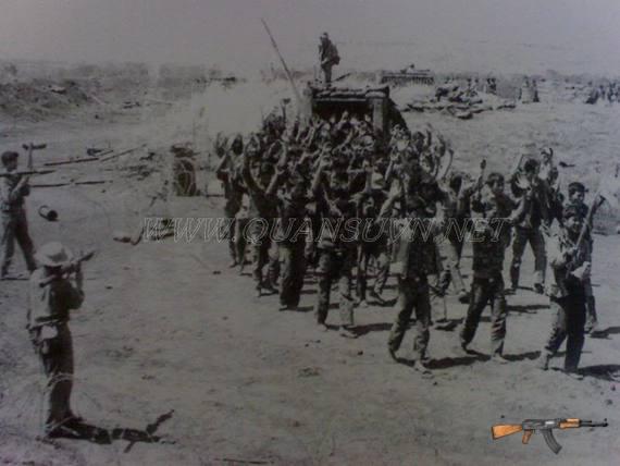 Binh lính sư đoàn 23 BB ra hàng tại Buôn Ma Thuột.