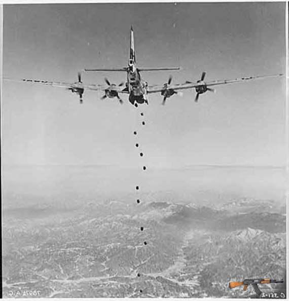 Máy bay của lực lượng Liên Hợp Quốc thả bom xuống Triều Tiên. Tháng 1/1951. (Nguồn: Bộ Quốc phòng Mỹ)
