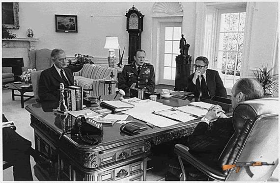 Đại sứ Martin, Kissinger, tướng Wymand và tổng thống Ford bàn về tình hình VNCH.