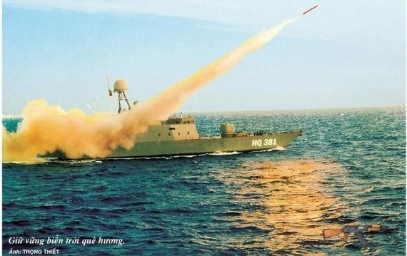 Tàu HQ-381 Hải quân nhân dân Việt Nam diễn tập bắn đạn thật